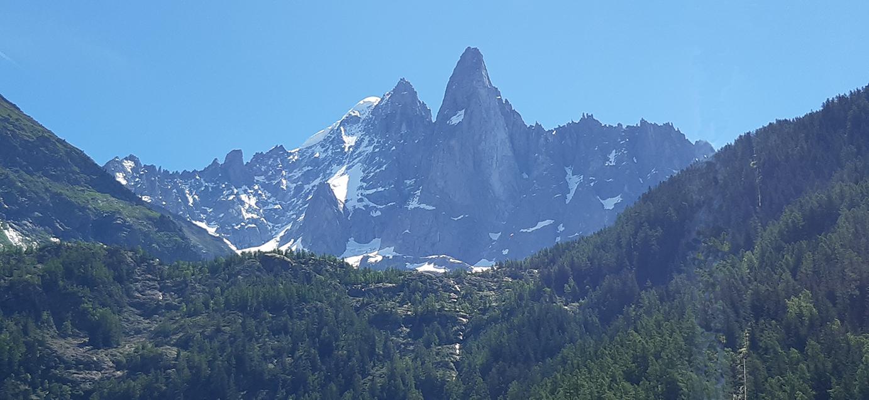 Article de Robin Millie sous cette grande montagne, une petite merveille